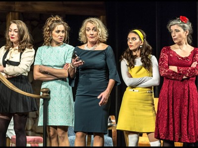 Osm žen